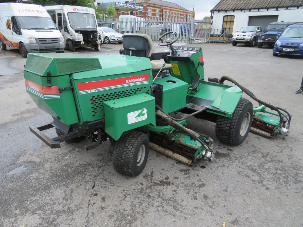 RANSOMES FAIRWAY 300 5 GANG RIDE ON MOWER, 6464 HOURS [+ VAT] - Image 3 of 6