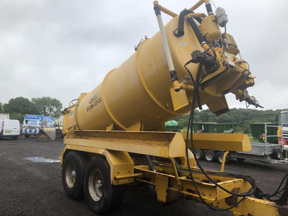 VALLELY 2500 GALLON VAC TANK (LOCATION SHEFFIELD) FULL HYD REAR (RING FOR COLLECTION DETAILS [+ VAT] - Image 4 of 8