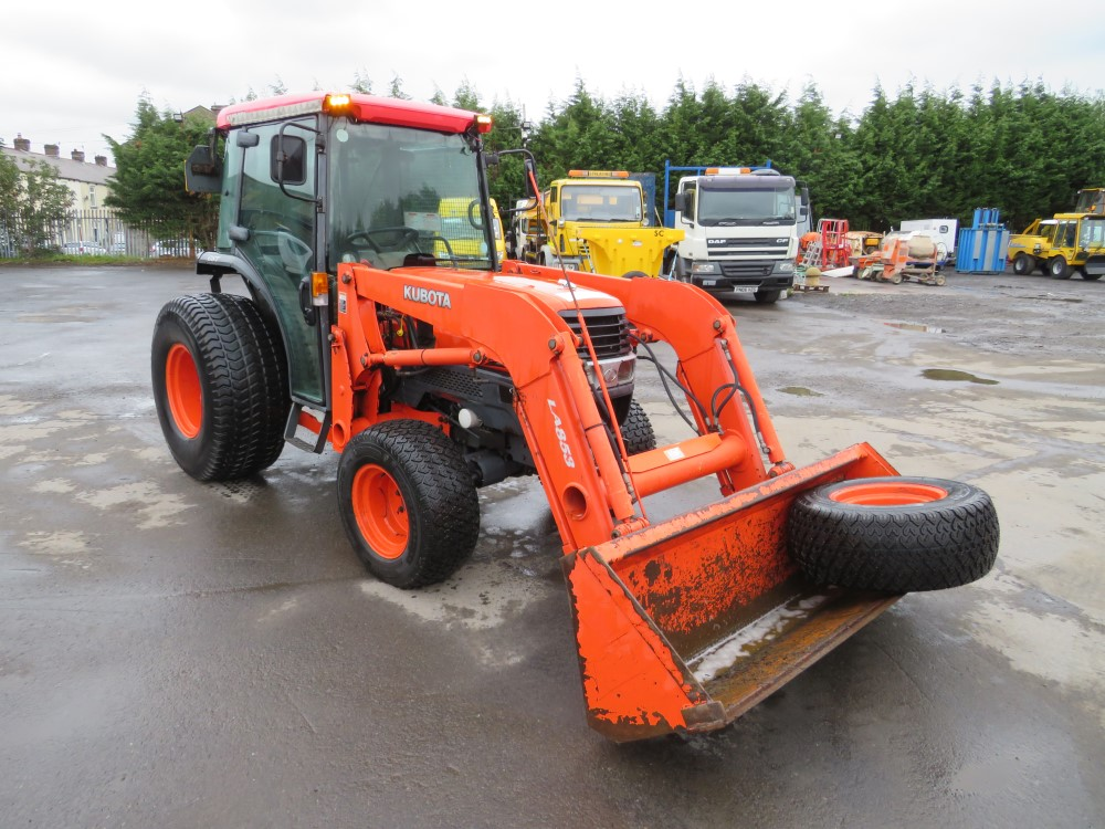 04 reg KUBOTA L5030 TRACTOR (DIRECT COUNCIL) 1ST REG 07/04, 8597 HOURS, V5 HERE, 1 OWNER FROM NEW [+ - Image 2 of 5
