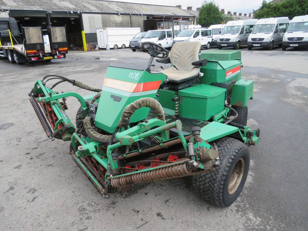 RANSOMES FAIRWAY 300 5 GANG RIDE ON MOWER, 6464 HOURS [+ VAT] - Image 5 of 6