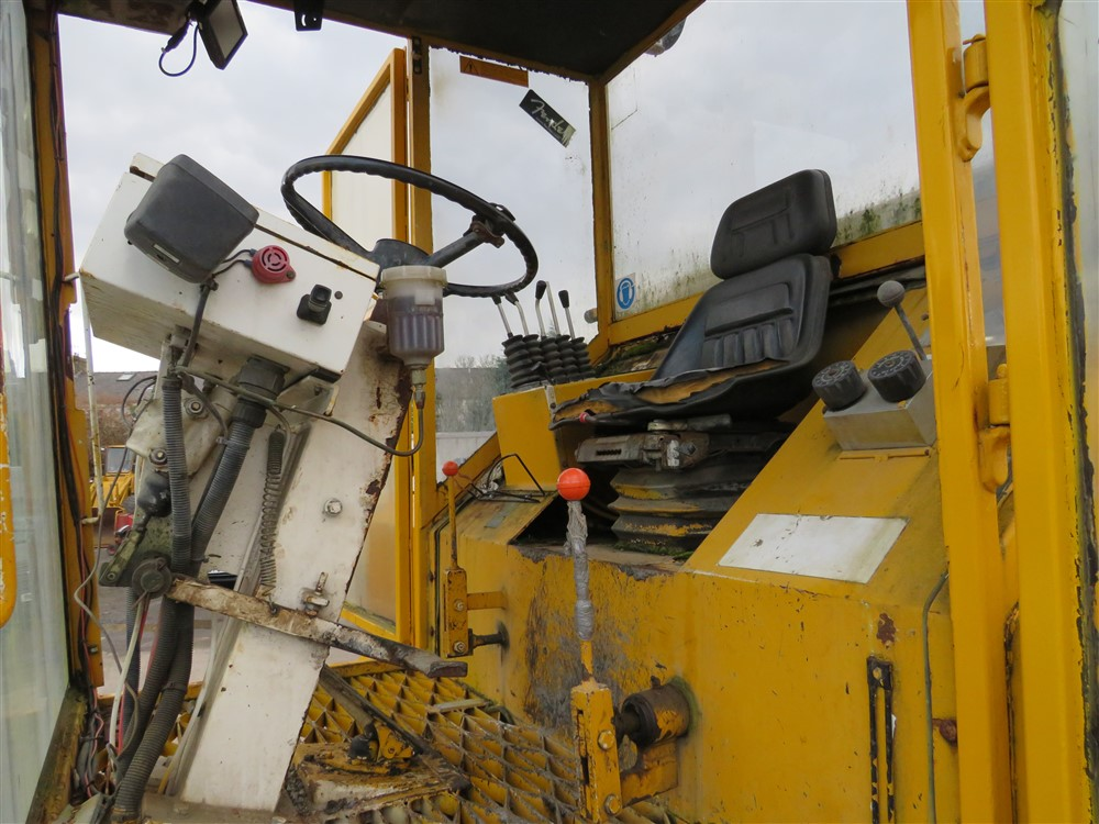 R reg PHOENIX CHIPPER MK7, 1ST REG 04/98, 6418 HOURS NOT WARRANTED, V5 HERE, 1 FORMER KEEPER [+ - Image 5 of 5
