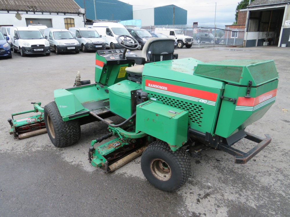 RANSOMES FAIRWAY 300 5 GANG RIDE ON MOWER, 6464 HOURS [+ VAT] - Image 4 of 6