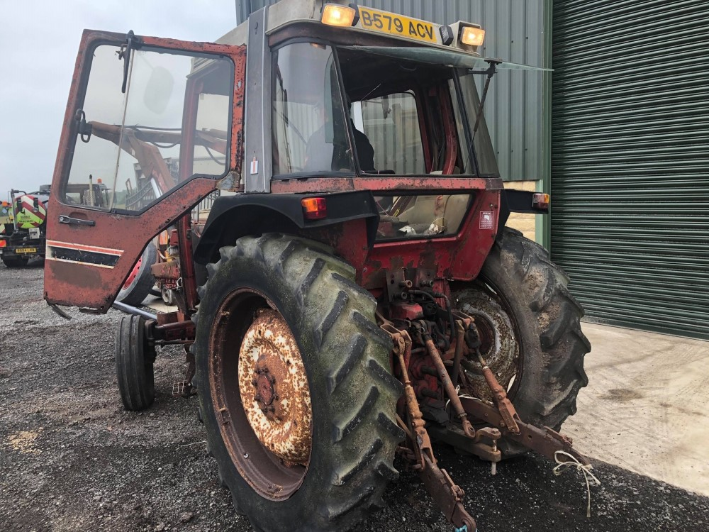 B reg INTERNATIONAL 785XL TRACTOR C/W POWER LOADER (LOCATION SHEFFIELD) NO V5 (RING FOR COLLECTION - Image 5 of 6
