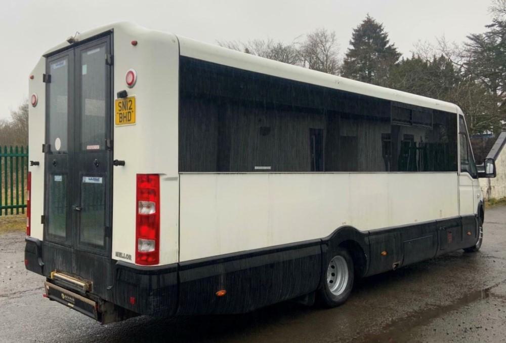 12 reg IRIS DAILY 65C17 MELLOR 11 SEAT BUS (LOCATION DUMFRIES) 1ST REG 05/12, 131454KM [+ VAT] - Image 4 of 6