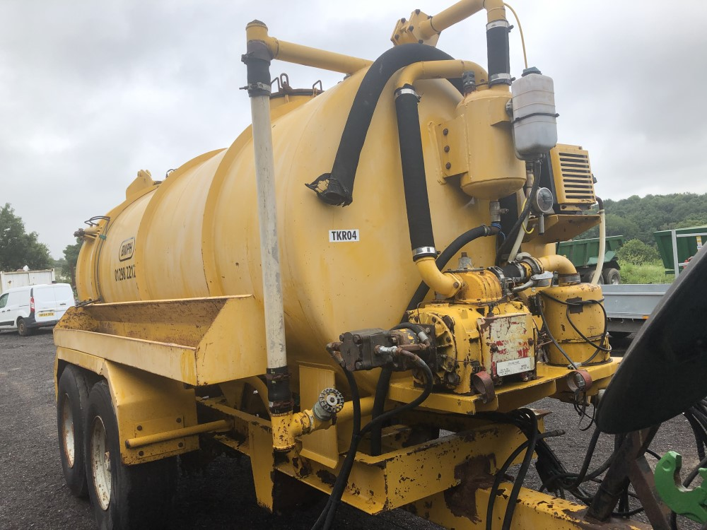 VALLELY 2500 GALLON VAC TANK (LOCATION SHEFFIELD) FULL HYD REAR (RING FOR COLLECTION DETAILS [+ VAT] - Image 5 of 8