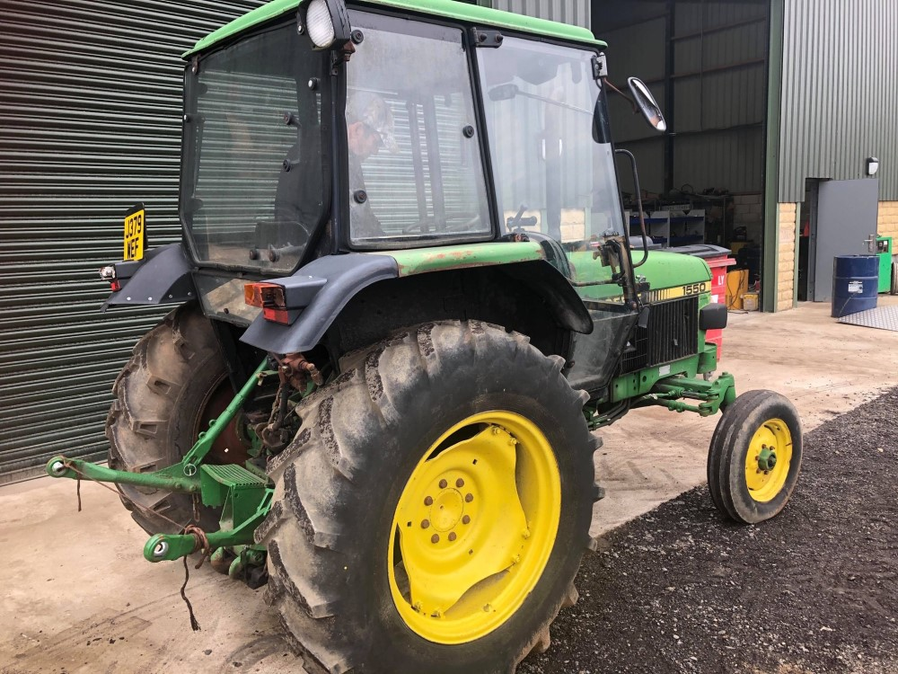 J reg JOHN DEERE 1550 2WD TRACTOR C/W PICKUP HITCH (LOCATION SHEFFIELD) 6084 HOURS, NO V5 (RING - Image 4 of 5