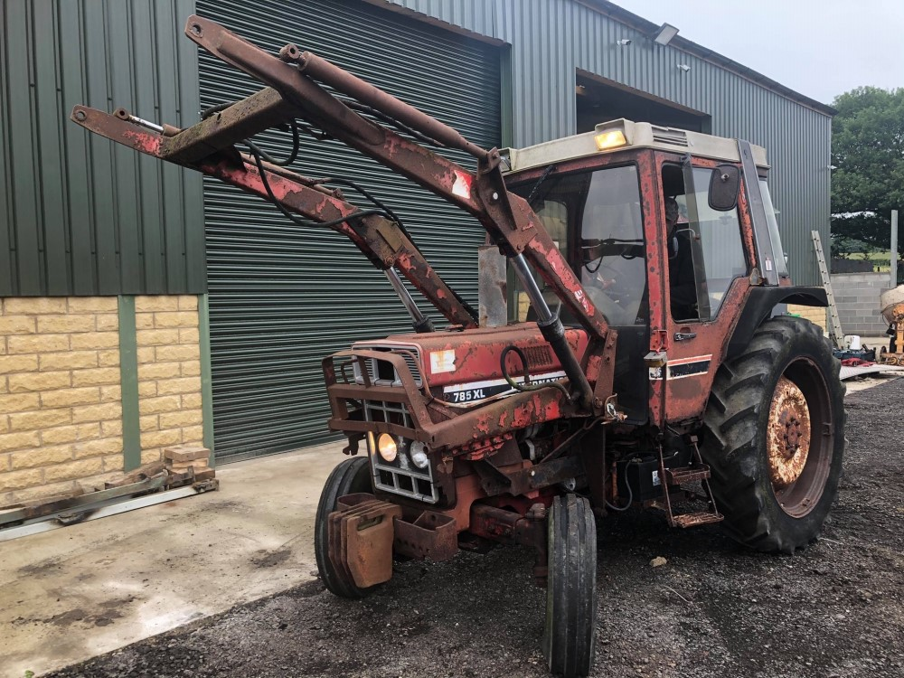 B reg INTERNATIONAL 785XL TRACTOR C/W POWER LOADER (LOCATION SHEFFIELD) NO V5 (RING FOR COLLECTION - Image 3 of 6