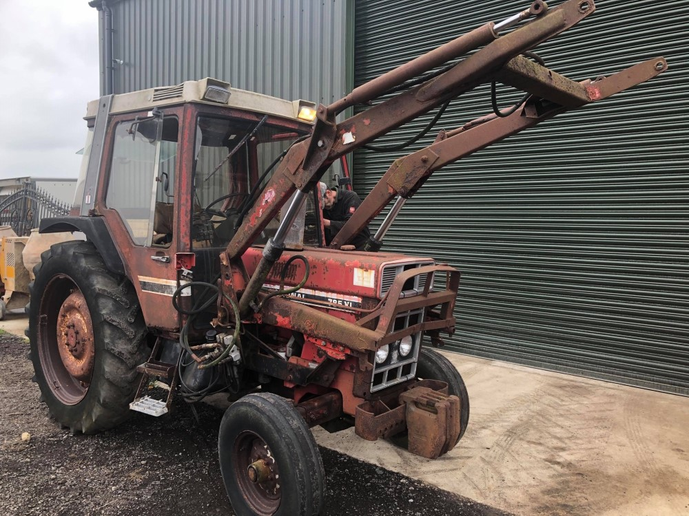 B reg INTERNATIONAL 785XL TRACTOR C/W POWER LOADER (LOCATION SHEFFIELD) NO V5 (RING FOR COLLECTION - Image 2 of 6