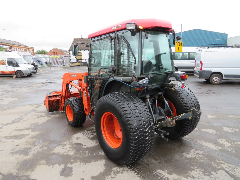 04 reg KUBOTA L5030 TRACTOR (DIRECT COUNCIL) 1ST REG 07/04, 8597 HOURS, V5 HERE, 1 OWNER FROM NEW [+ - Image 4 of 5