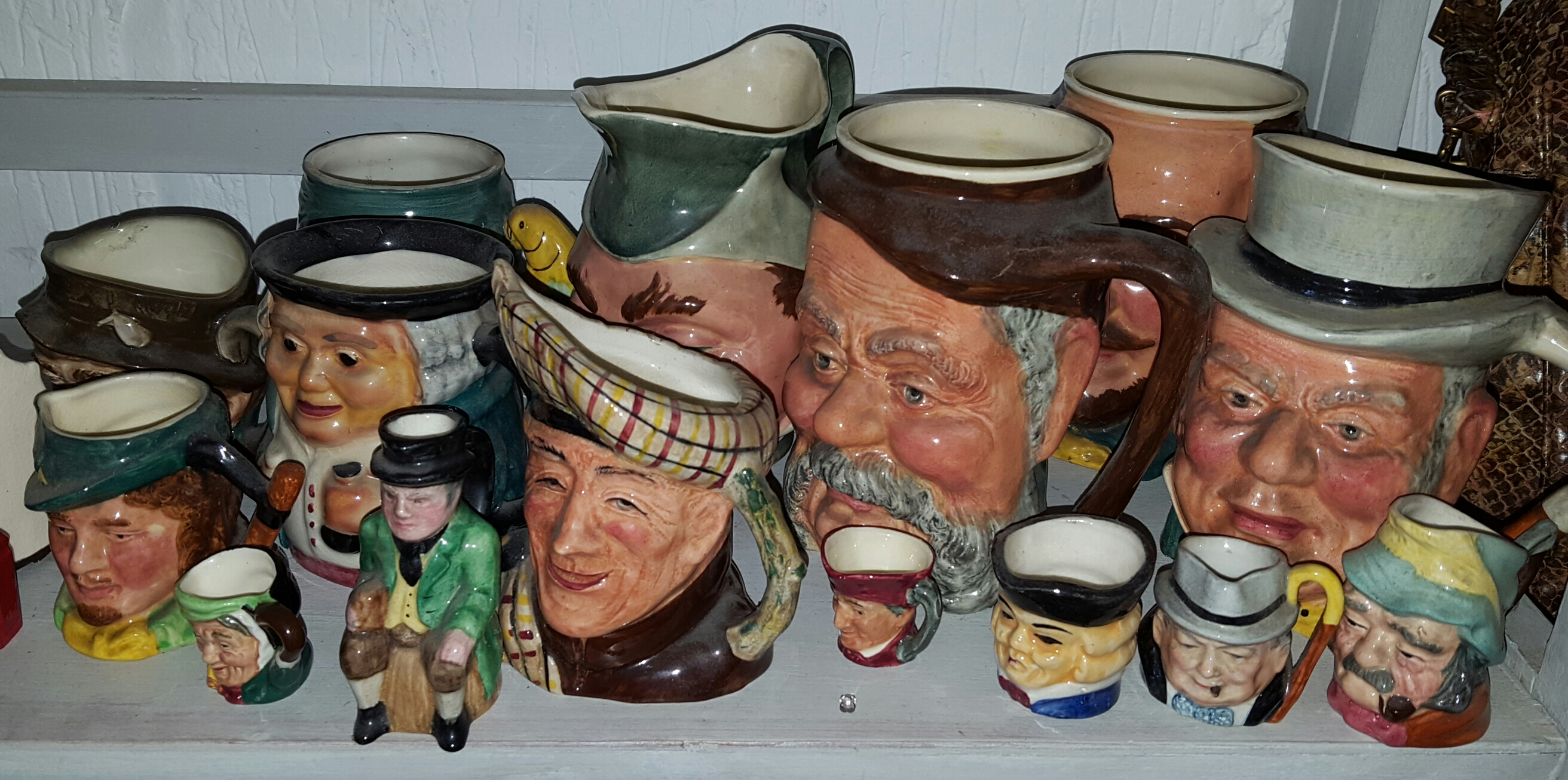 Lot 46 - Tray of 15 Character & Toby Jugs various sizes