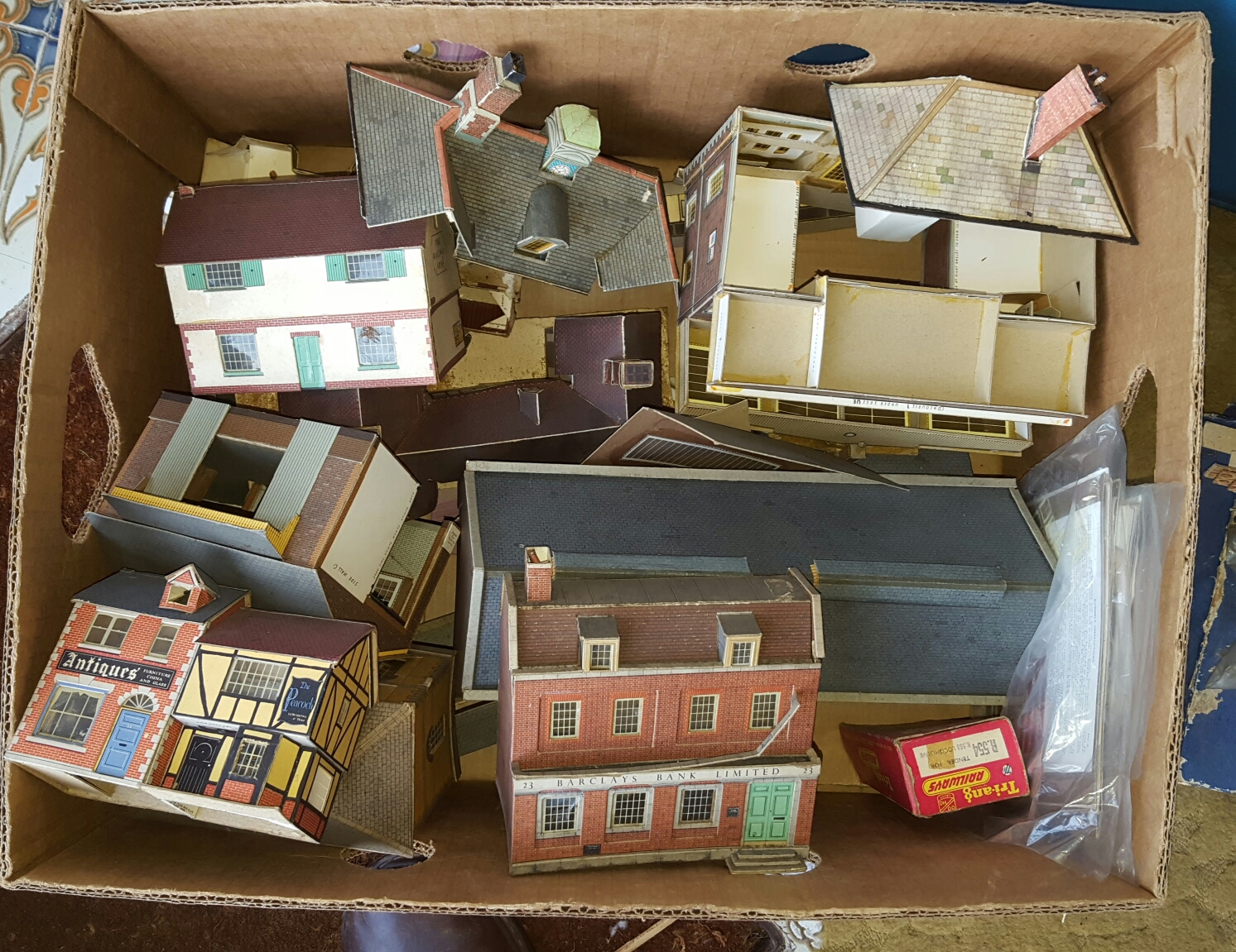Lot 40 - Box of Railway Model Building plus a small case