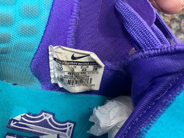 PAIR NIKE LEBRON JAMES CHARLOTTE HORNETS EDITION - MENS / SIZE 10 - Image 5 of 5