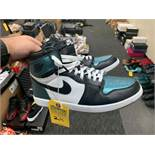 PAIR NIKE AIR JORDAN 907959-015 - MENS / TEAL & BLACK / SIZE 11