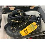 PAIR NIKE FOAMPOSITE - MENS / BLACK & GOLD / UNKNOWN SIZE