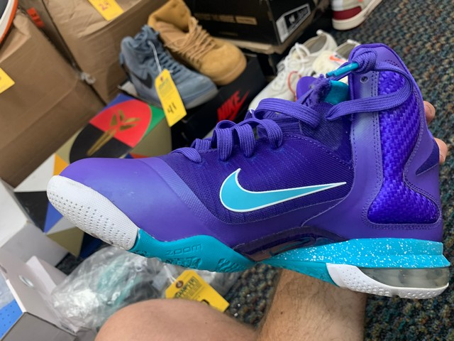 PAIR NIKE LEBRON JAMES CHARLOTTE HORNETS EDITION - MENS / SIZE 10 - Image 3 of 5