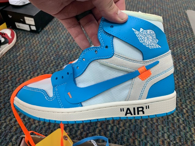 PAIR NIKE AIR JORDAN AQ0818-148 - MENS / OFF-WHITE & BLUE / SIZE 9 - Image 2 of 4