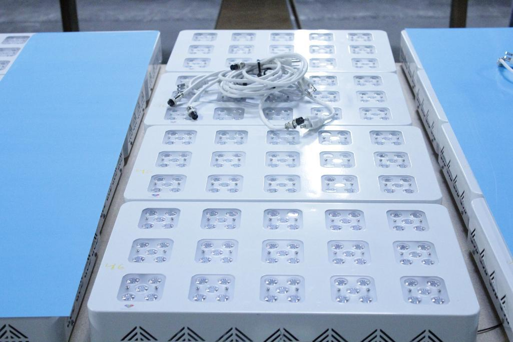 Lot 46 - Advanced led lights diamond series 300w LED grow light