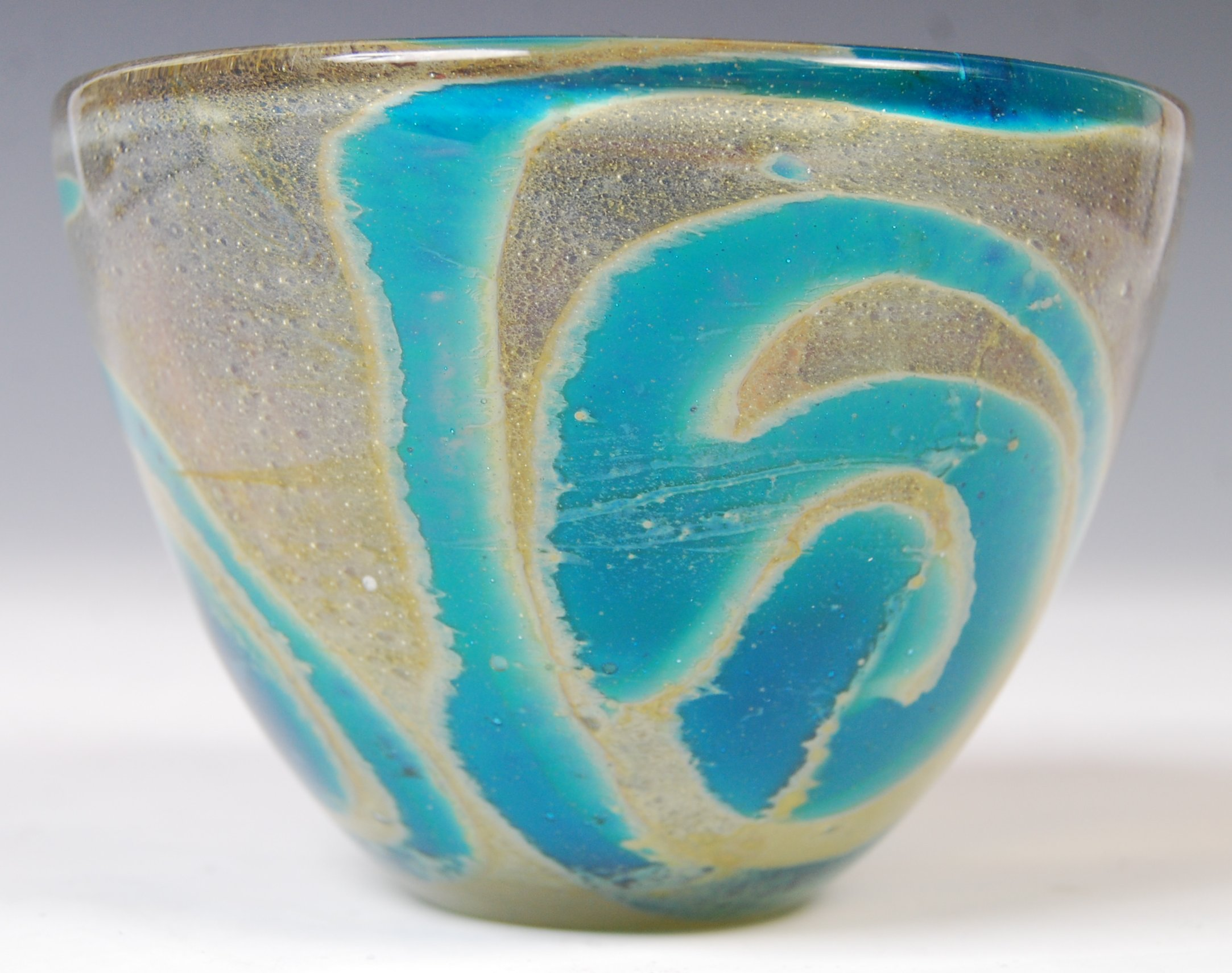 Lot 7 - MDINA STUDIO ART GLASS BOWL / VASE BY MICHAEL HARRIS