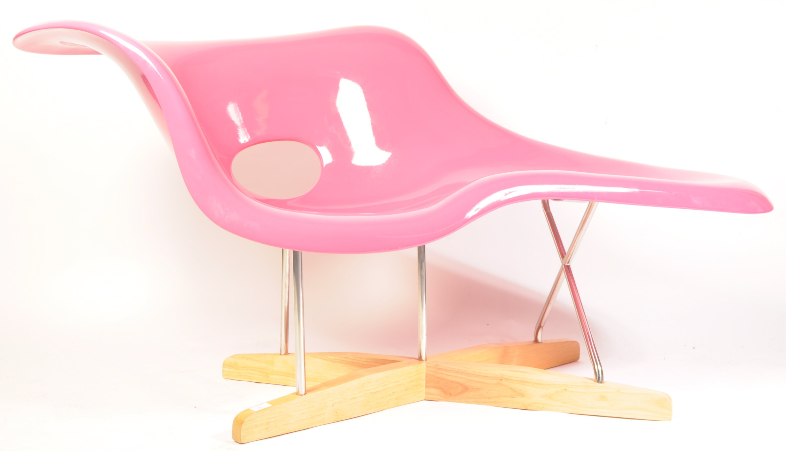 Lot 60 - AFTER CHARLES AND RAY EAMES CONTEMPORARY LA CHAISE LOUNGE CHAIR
