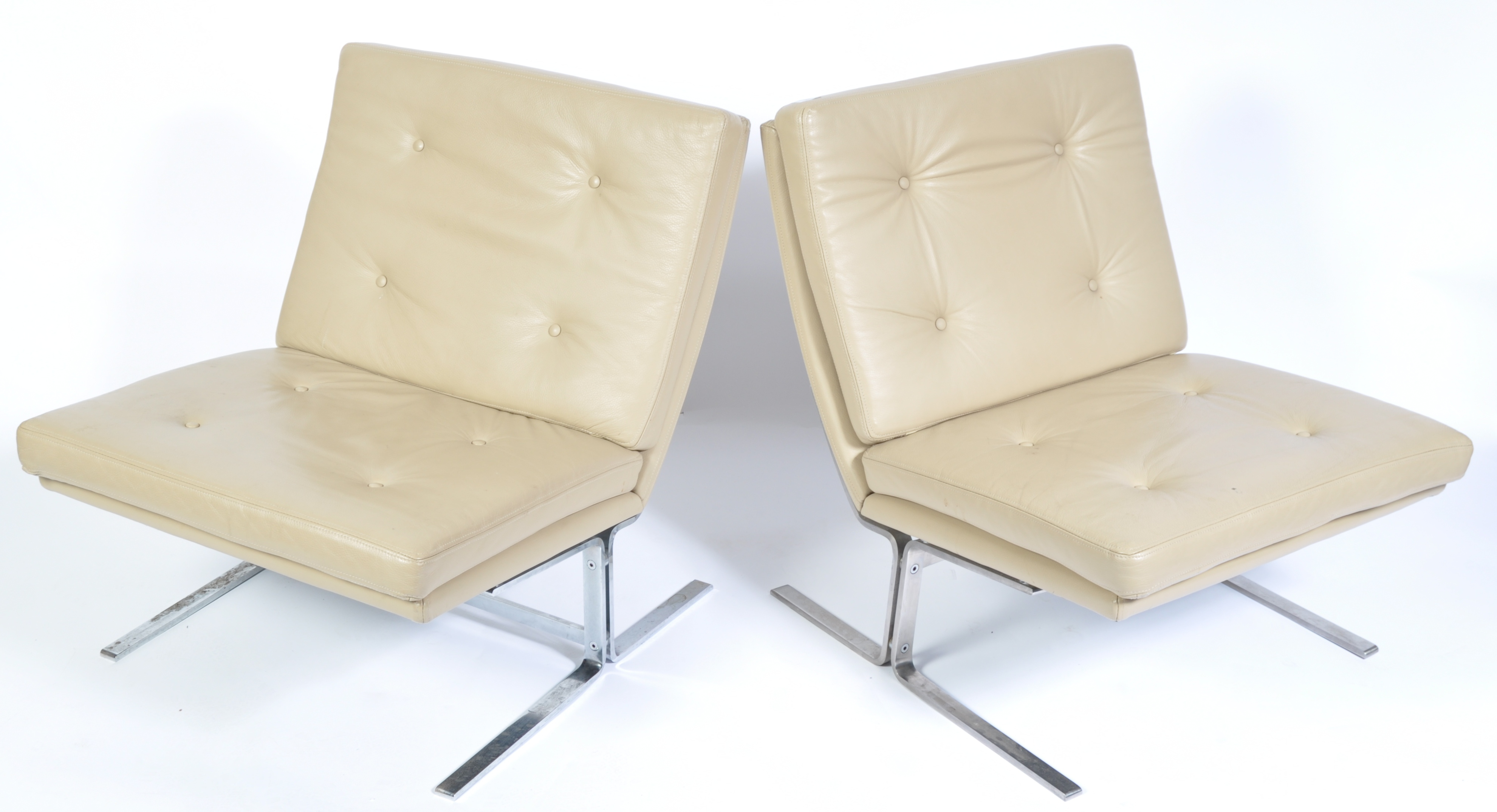 Lot 32 - 20TH CENTURY BUTTON BACKED AD CHROME EASY / LOUNGE CHAIRS