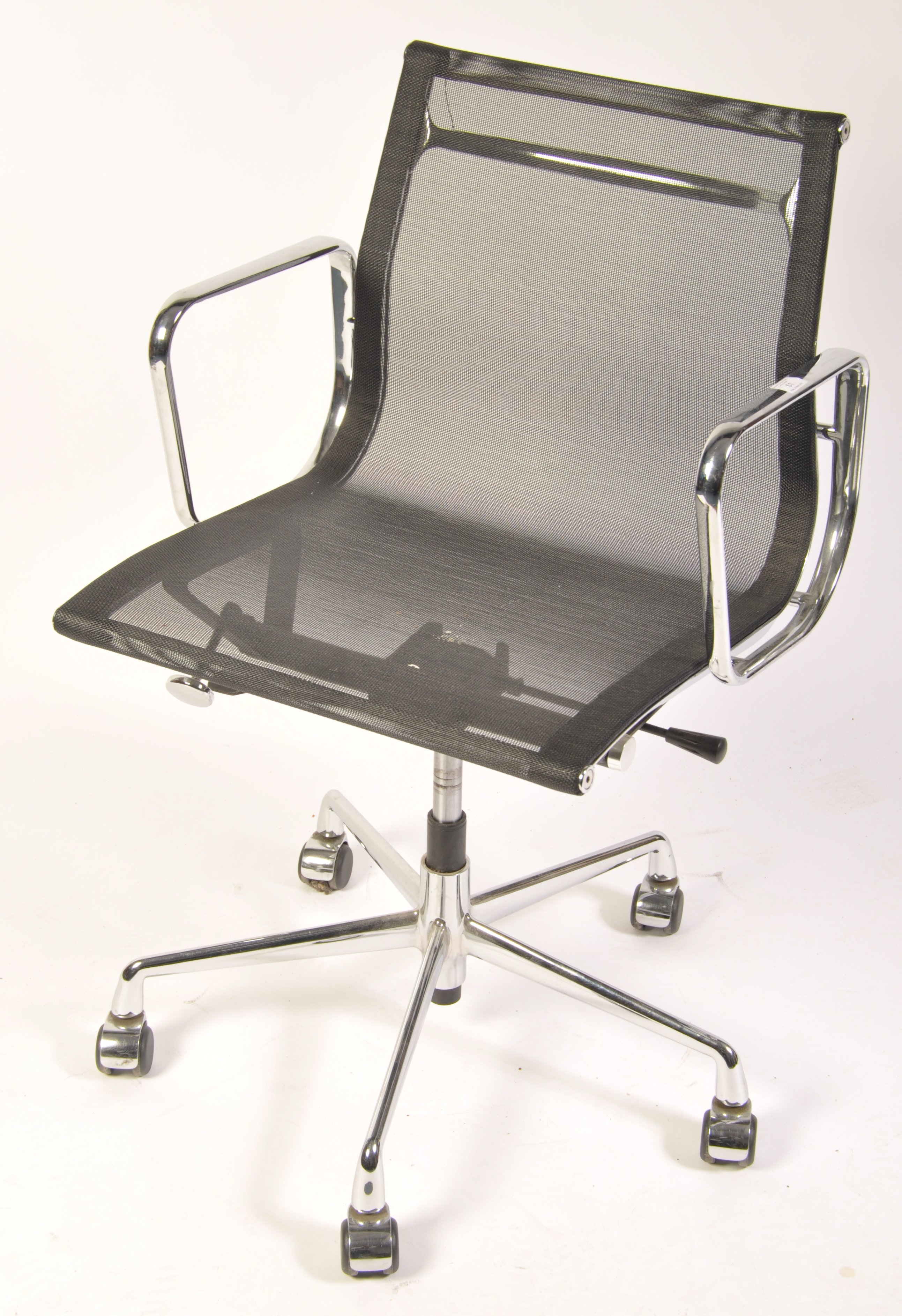 Lot 51 - AFTER CHARLES AND RAY EAMES A CONTEMPORARY EA117 DESK CHAIR