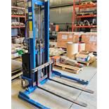 BLUE GIANT XPS22-63 ELEC. LIFT, 2,200 LB CAP., 12V C/W CHARGER