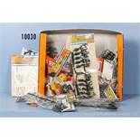 Konv. über 25 Roco Minitanks H0 Set-Packungen, dabei Bausätze für Figuren, Abziehbilder usw.,