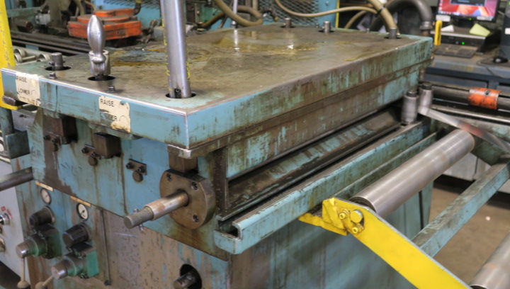 "AIR OPERATED FEEDER, AIR FEEDS MDL. AF2 CABINET STYLE, 24"" material width, 36' max. stroke, adj. ht. - Image 2 of 3"