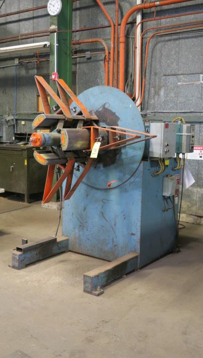 "Lot 3 - POWERED COIL REEL, AIR FEEDS 10,000 LB. CAP. MDL. R100, 24"" max. material width, hyd. mandrel"