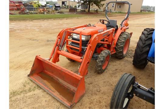 ID#:3961 KUBOTA L3400 TRACTOR, OPEN, 4WD, W/LA463 LOADER
