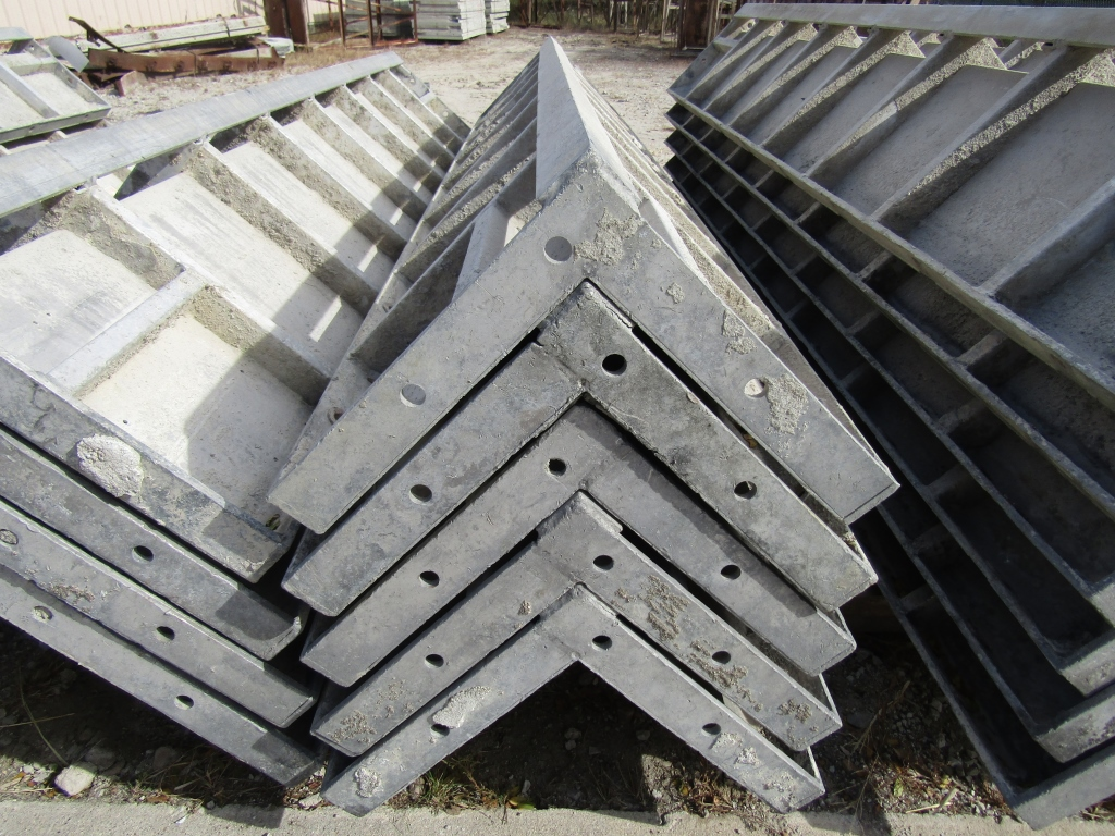 "(6) 12"" x 12"" x 8' Durand Concrete Forms Corners, Smooth 6-12 Hole Pattern, Located in Mt. Pleasant, - Image 2 of 2"