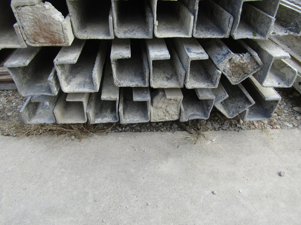 "(15) 4"" x 4"" x 8' Durand Concrete Forms, Inside Corners, Smooth 6-12 Hole Pattern, Full"