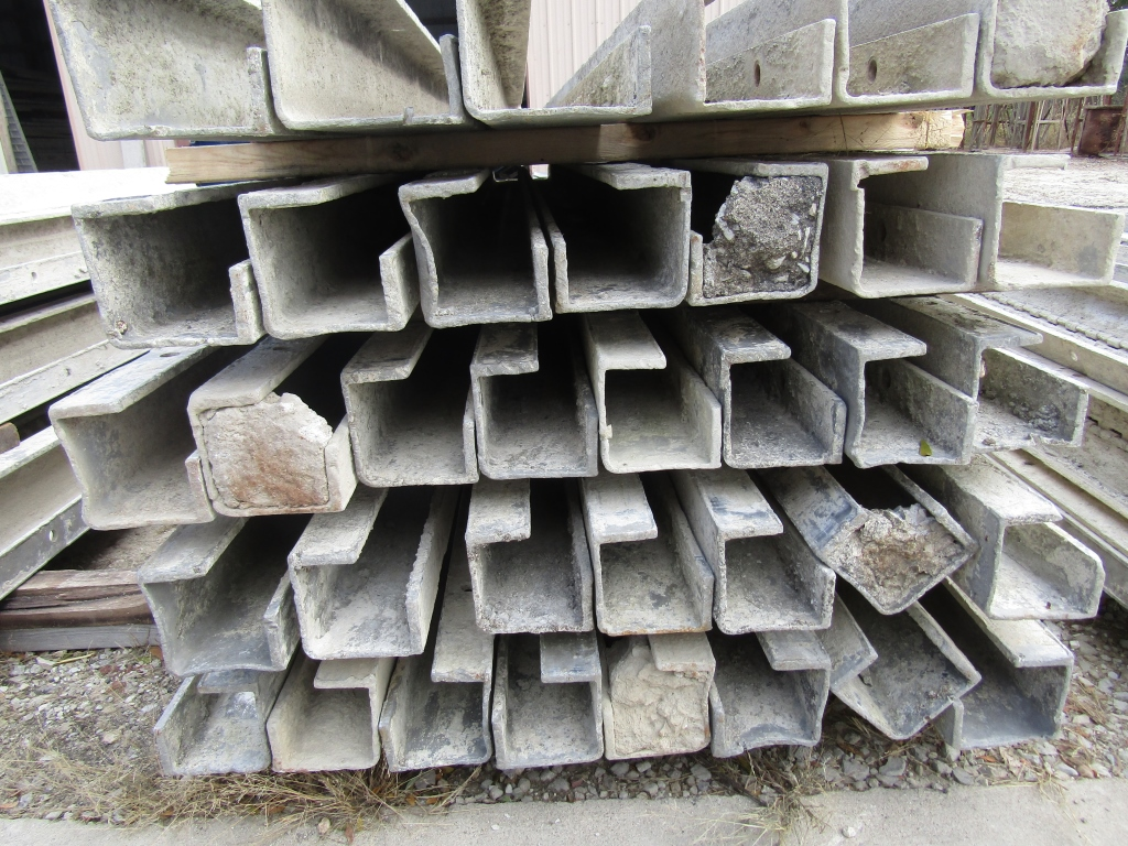 """(15) 4"""" x 4"""" x 8' Durand Concrete Forms, Inside Corners, Smooth 6-12 Hole Pattern, Full - Image 2 of 2"""
