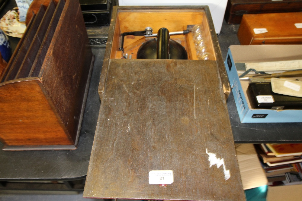Lot 21 - Cased spot light with accessories