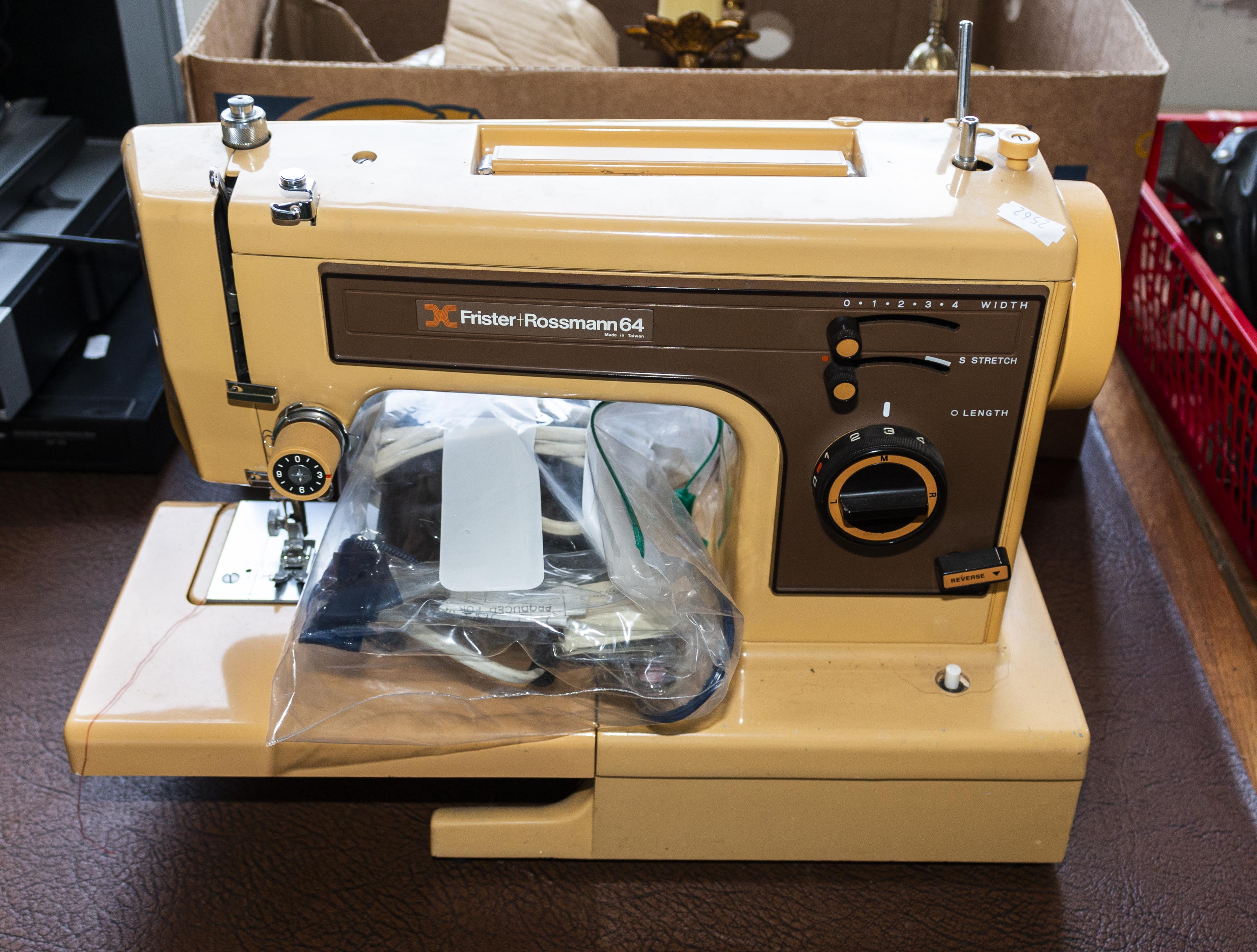 Lot 21 - An electric sewing machine