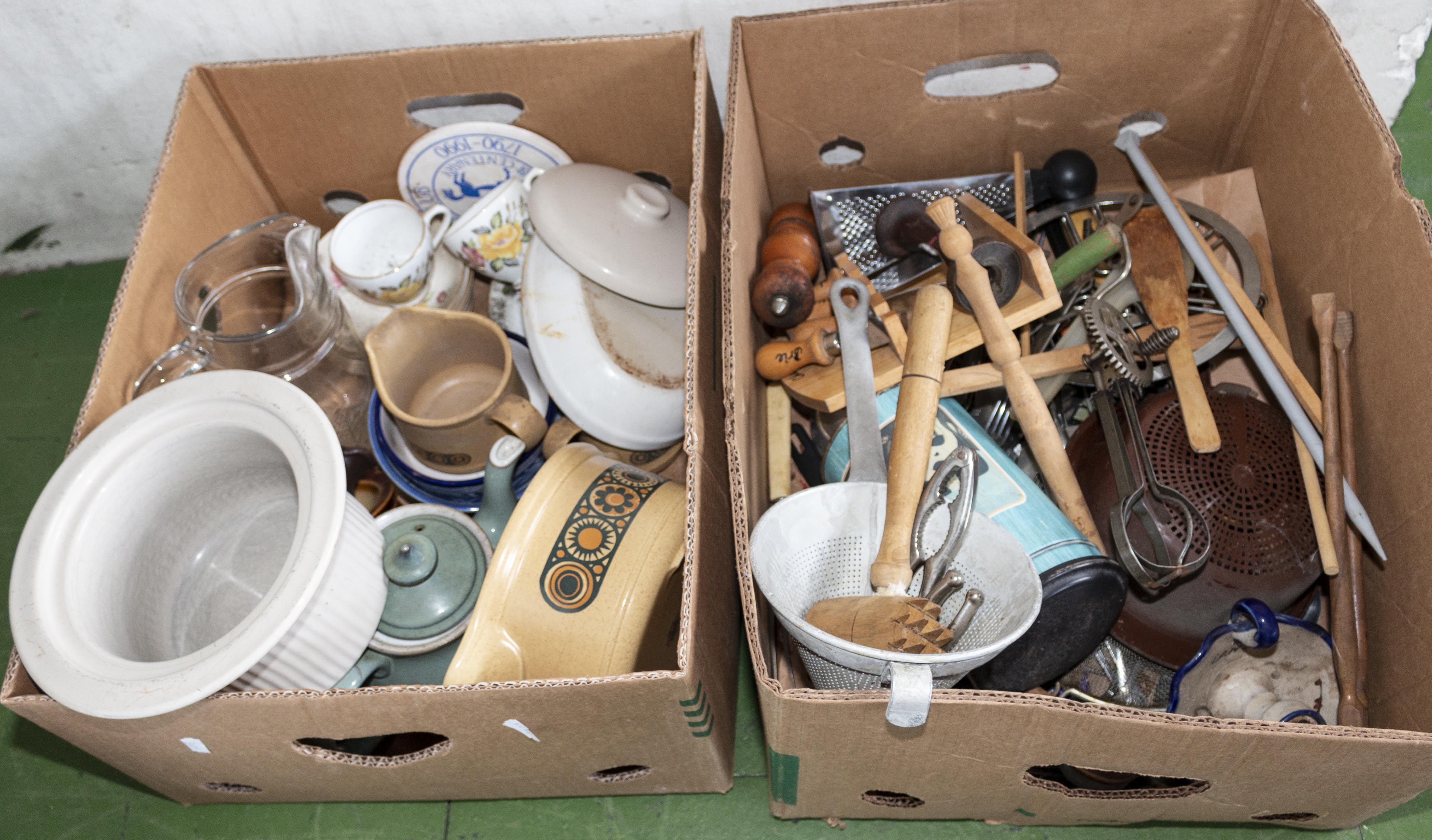 Lot 55 - Two boxes of kitchen ware