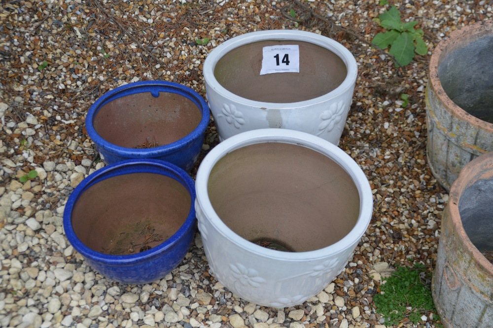 Lot 14 - 4x painted planters, two off white approx. 24cm and
