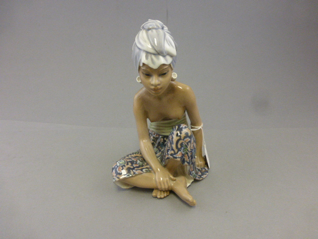 "Lot 5 - A Dahl Jensen Copenhagen figure, ""Bali women"" model number 1136"