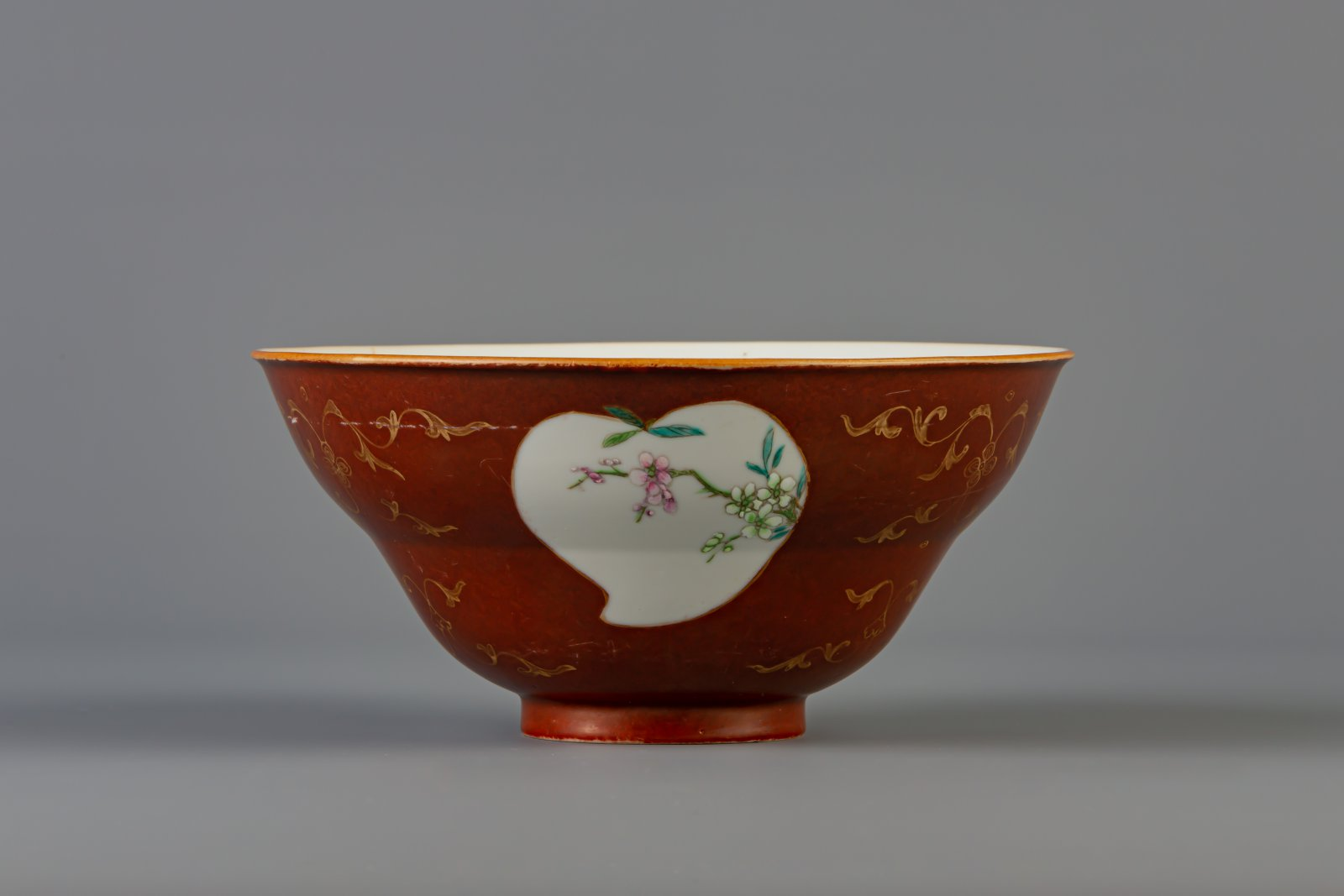 A Chinese famille rose brown ground bowl, Qianlong mark, 19th C. - Image 3 of 6