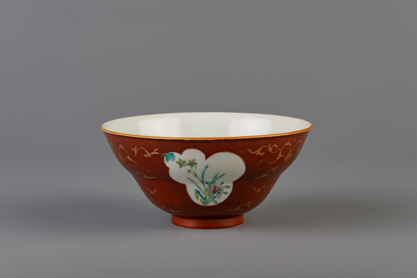 A Chinese famille rose brown ground bowl, Qianlong mark, 19th C. - Image 6 of 6