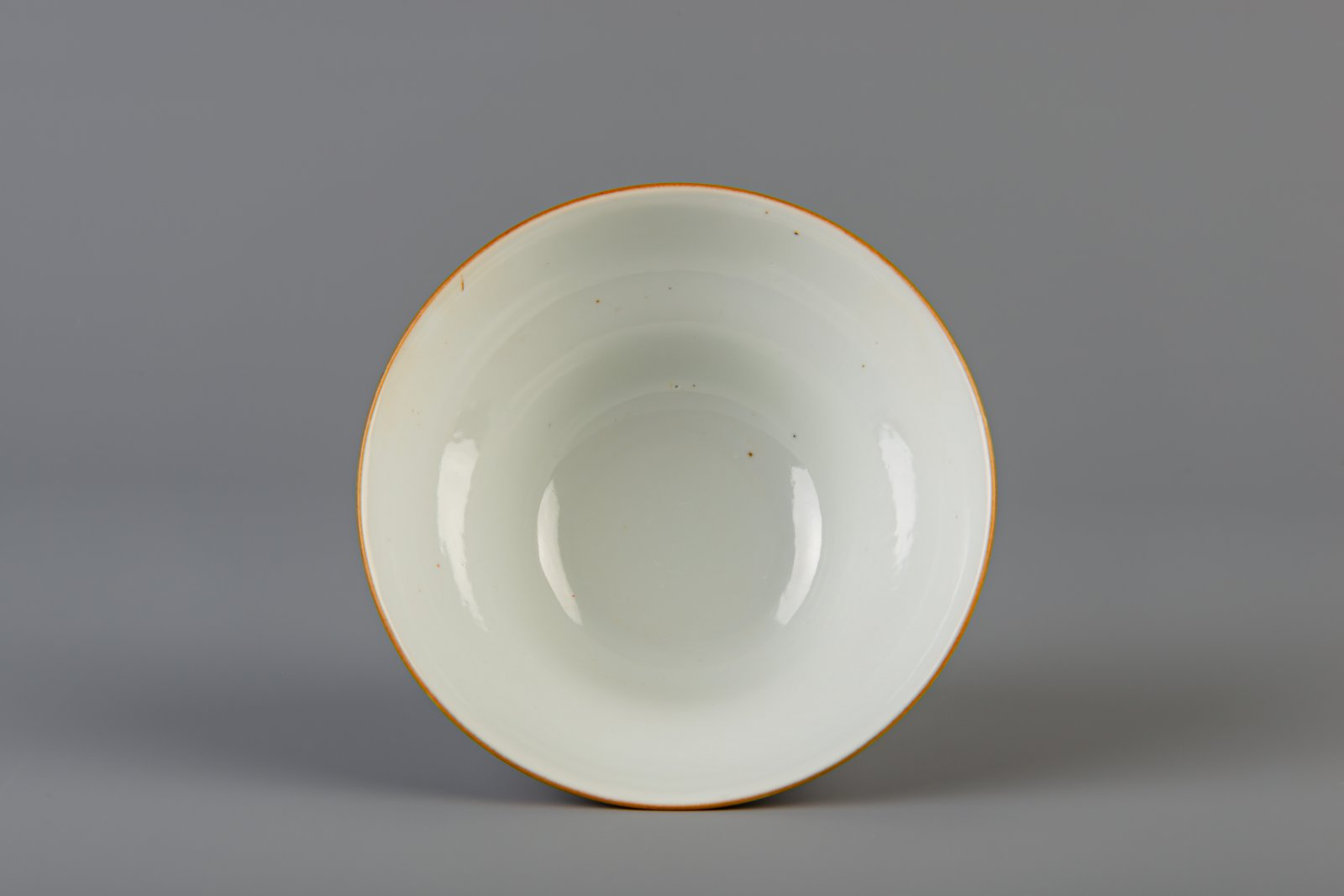 A Chinese famille rose brown ground bowl, Qianlong mark, 19th C. - Image 4 of 6