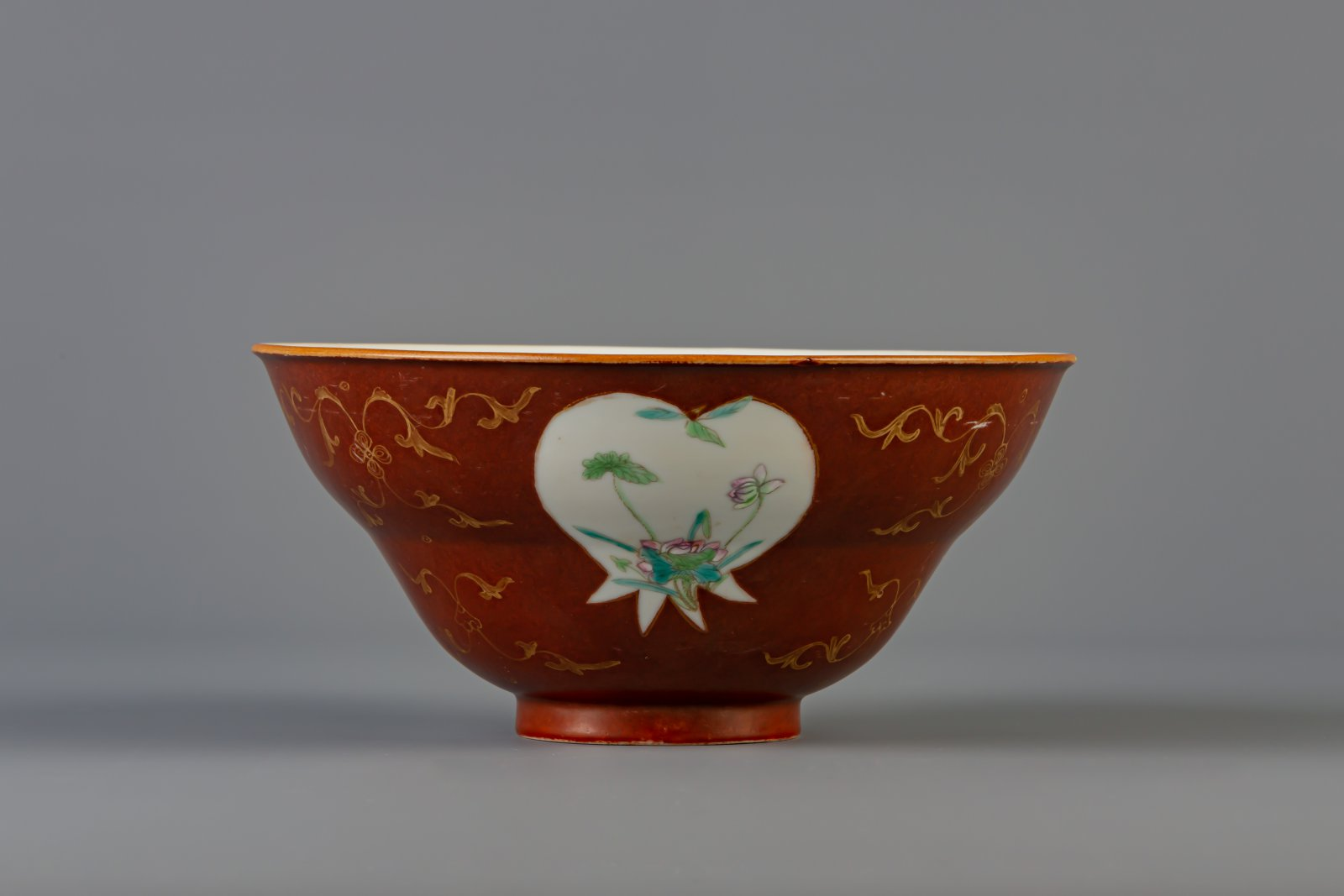 A Chinese famille rose brown ground bowl, Qianlong mark, 19th C. - Image 2 of 6