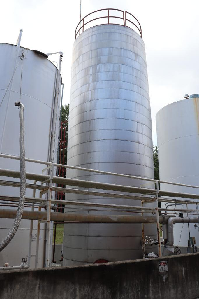 30,000 gallon heated, jacketed tank & 5880g stainless tank - Image 2 of 9