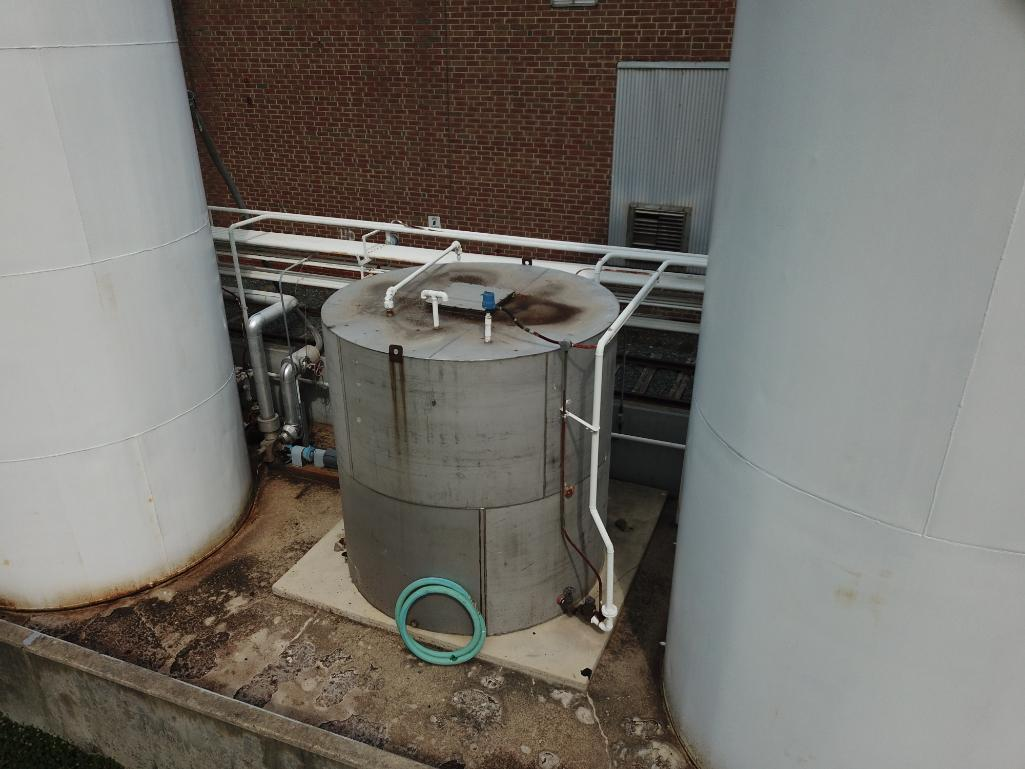 30,000 gallon heated, jacketed tank & 5880g stainless tank - Image 7 of 9