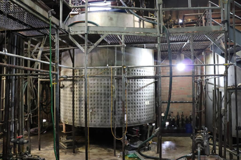 Stainless steel & steel mixing tanks, Contents of room - Image 2 of 13