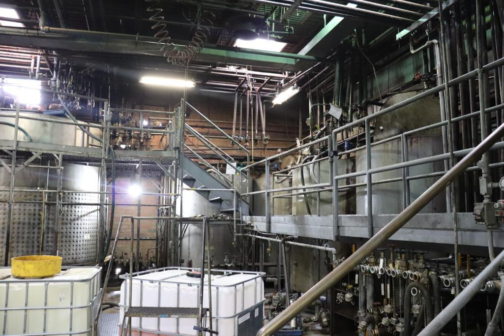 Stainless steel & steel mixing tanks, Contents of room - Image 3 of 13
