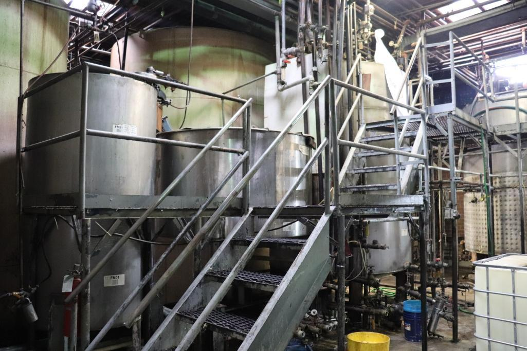 Stainless steel & steel mixing tanks, Contents of room