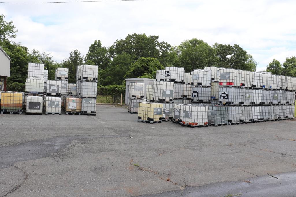 Plastic liquid storage containers