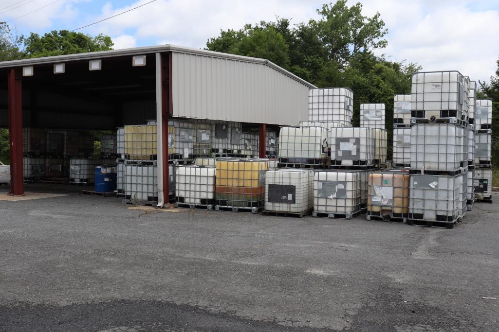 Plastic liquid storage containers - Image 2 of 2