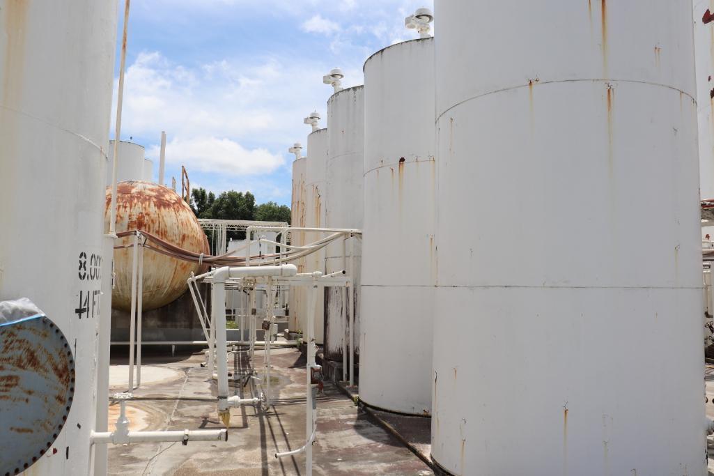 Tank farm section 6k - 30k gallon vertical/horizontal tanks - Image 3 of 27